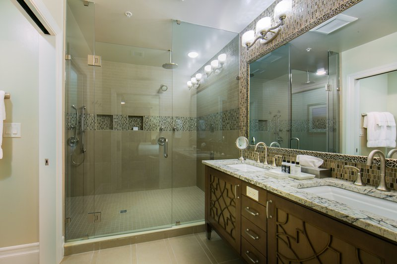 Holiday Inn Club Vacations South Beach Resort-Signature Collection bathroom complete with beautiful upgrades<br/>Image from Leonardo