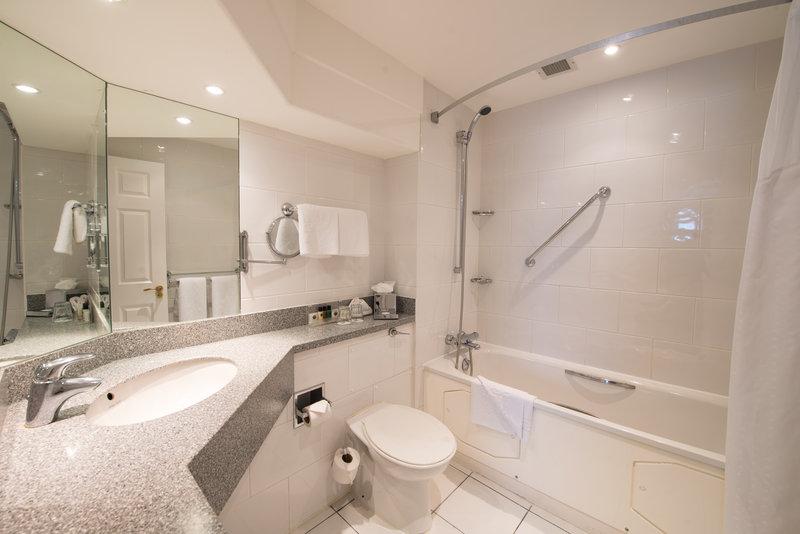 Holiday Inn Milton Keynes East M1, Jct.14-Bathrooms at the Holiday Inn Milton Keynes East<br/>Image from Leonardo