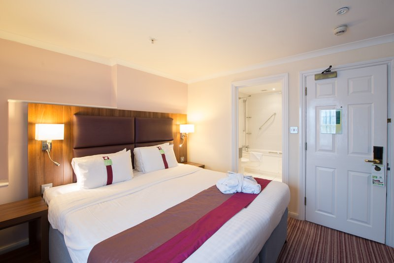 Holiday Inn Milton Keynes East M1, Jct.14-Double Bed Guest Room<br/>Image from Leonardo
