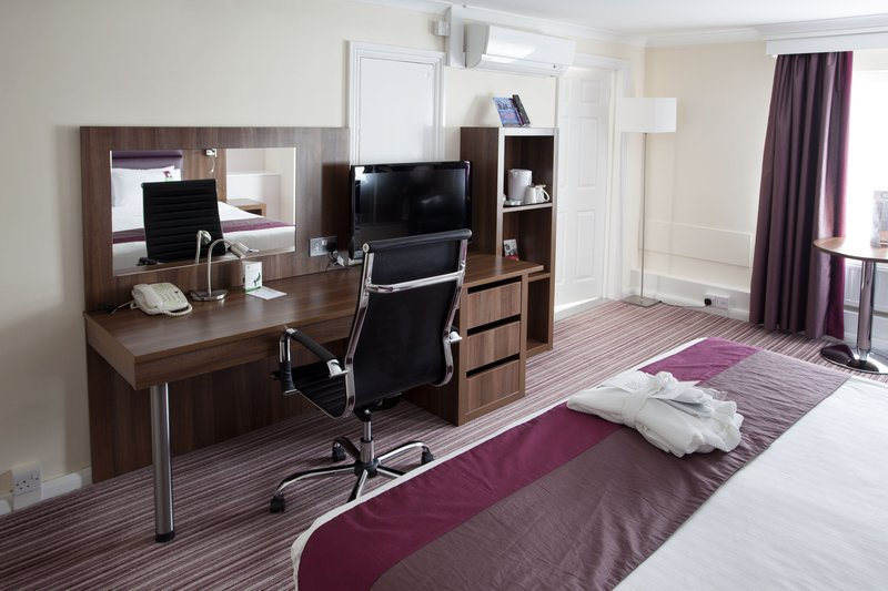 Holiday Inn Milton Keynes East M1, Jct.14-Executive Room<br/>Image from Leonardo