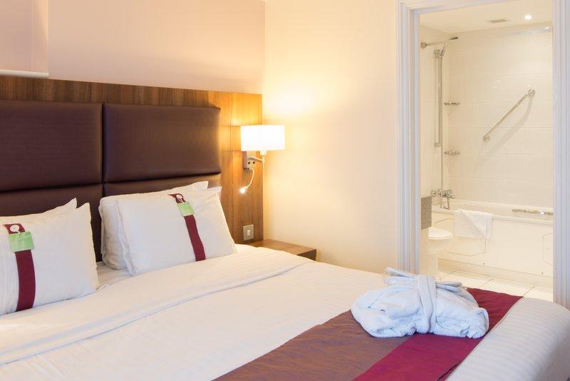 Holiday Inn Milton Keynes East M1, Jct.14-Executive Guest Room<br/>Image from Leonardo