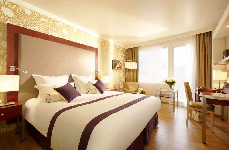 Crowne Plaza Paris - Charles de Gaulle-One of our king bedroom at Crowne Plaza Paris - Charles de Gaulle<br/>Image from Leonardo