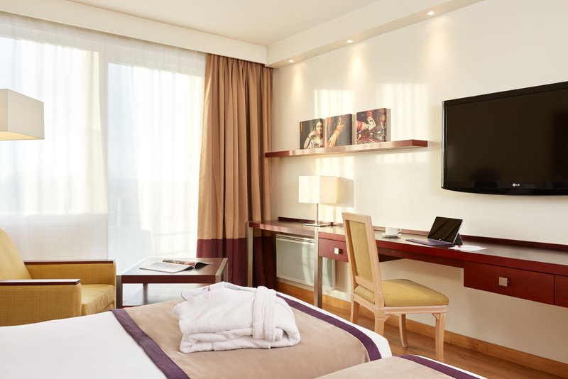 Crowne Plaza Paris - Charles de Gaulle-Guest Room<br/>Image from Leonardo