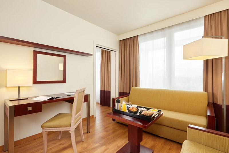 Crowne Plaza Paris - Charles de Gaulle-Our suite with 2 bedrooms at Crowne Plaza Paris-Charles de Gaulle<br/>Image from Leonardo