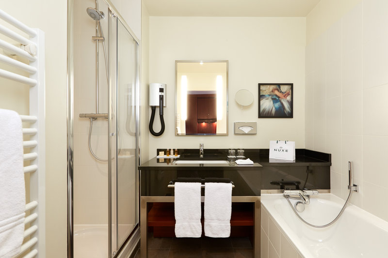 Crowne Plaza Paris - Charles de Gaulle-Relax in the fully equipped bathroom<br/>Image from Leonardo
