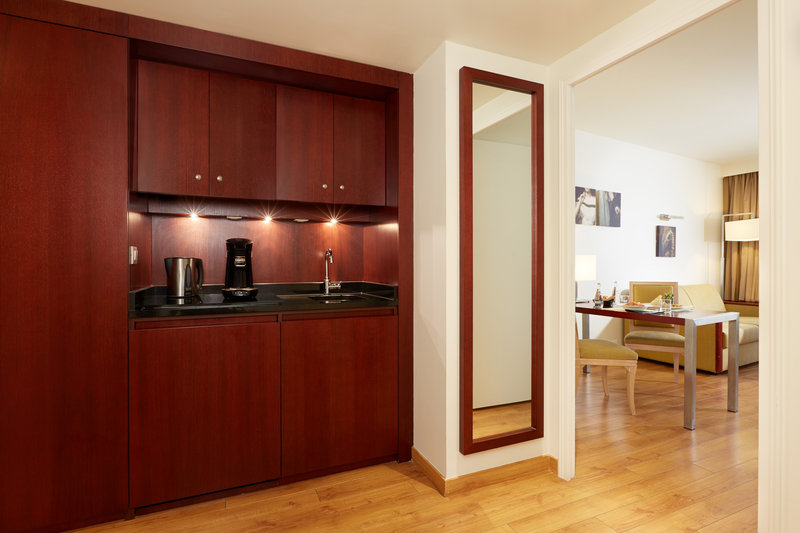 Crowne Plaza Paris - Charles de Gaulle-Enjoy the extra space of a Junior Suite Crowne Plaza Club<br/>Image from Leonardo