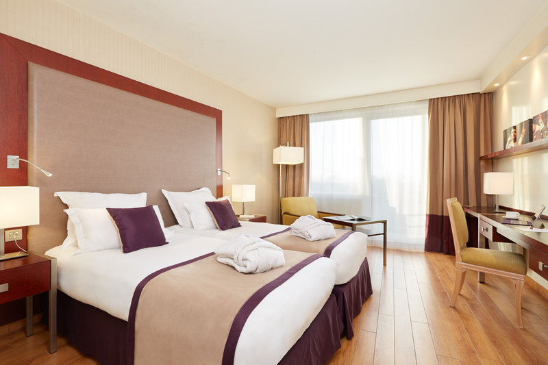 Crowne Plaza Paris - Charles de Gaulle-Standard Room with two single bed at Crowne Plaza CDG<br/>Image from Leonardo