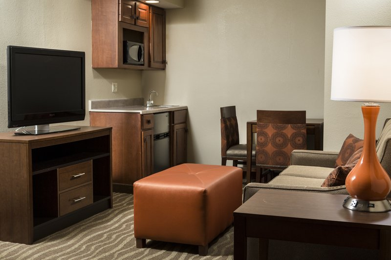 Holiday Inn Hotel & Suites Des Moines-Northwest-Invite friends over to your Junior King Suite.<br/>Image from Leonardo