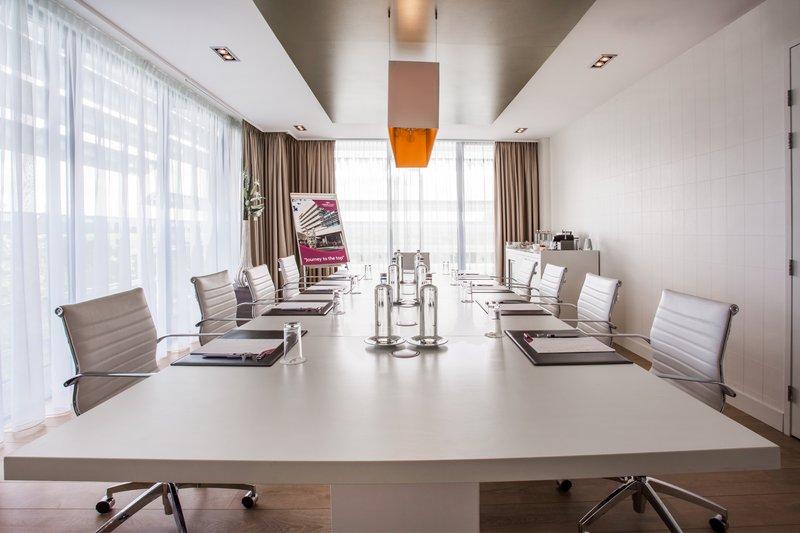 Crowne Plaza The Hague-Boardroom<br/>Image from Leonardo
