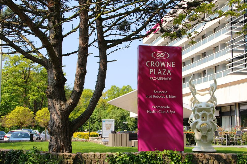Crowne Plaza The Hague-View from the park to the entrance<br/>Image from Leonardo