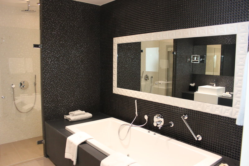 Crowne Plaza The Hague-Bathroom Presidential Suite<br/>Image from Leonardo