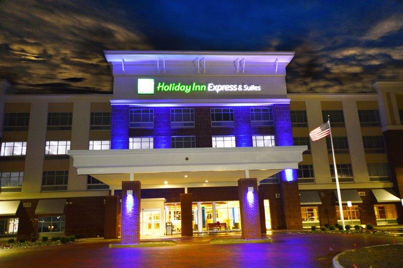 Holiday Inn Express & Suites Toledo South - Perrysburg-Main Entrance<br/>Image from Leonardo