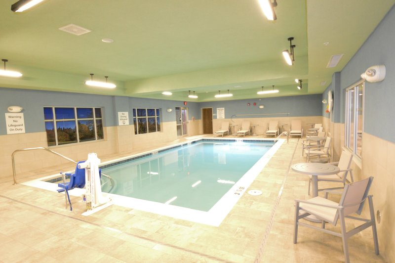 Holiday Inn Express & Suites Toledo South - Perrysburg-Indoor Heated Saltwater Swimming Pool<br/>Image from Leonardo
