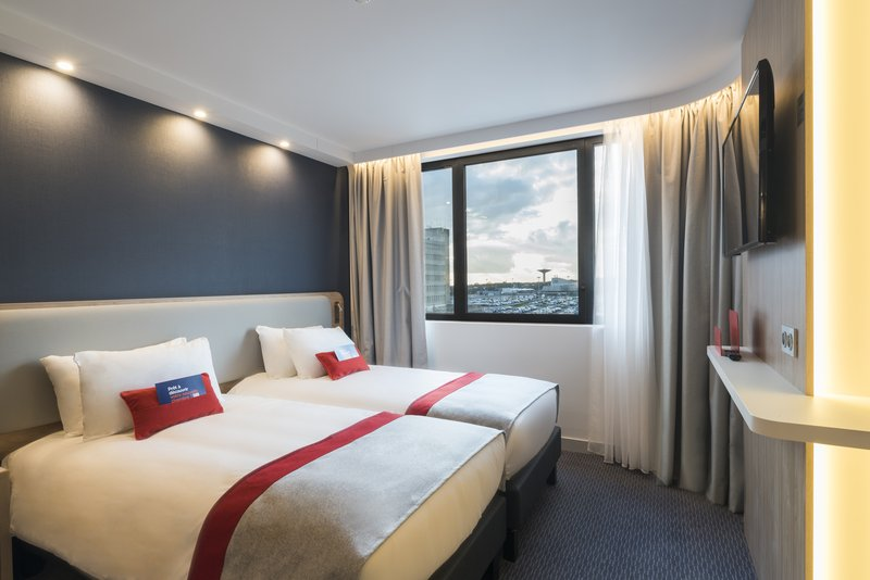 Holiday Inn Express Paris - CDG Airport-Twin room - Airport view - Movable desk/Chair - Courtesy Tray<br/>Image from Leonardo