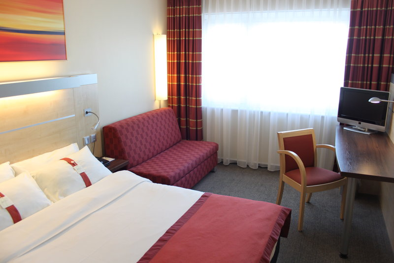 Holiday Inn Express Stuttgart Airport-Queen Bed Guest Room<br/>Image from Leonardo