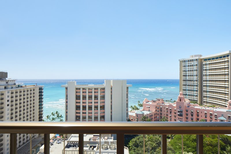 Waikiki Beachcomber By Outrigger - Oceanview Suite 2 bedroom <br/>Image from Leonardo
