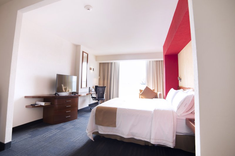 Holiday Inn Express Guadalajara Expo-Guest Room<br/>Image from Leonardo