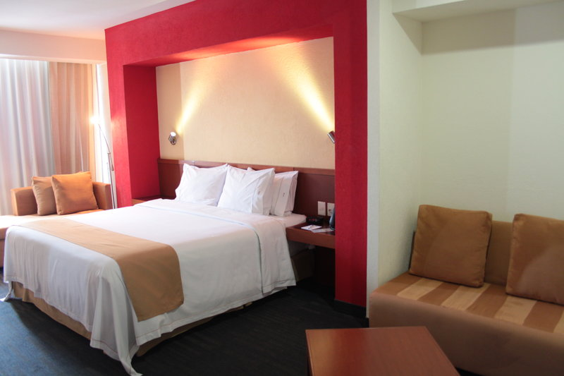 Holiday Inn Express Guadalajara Expo-King Bed Guest Room<br/>Image from Leonardo