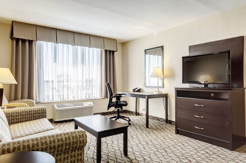 Holiday Inn Airport West Earth City-King Suite Living Area<br/>Image from Leonardo
