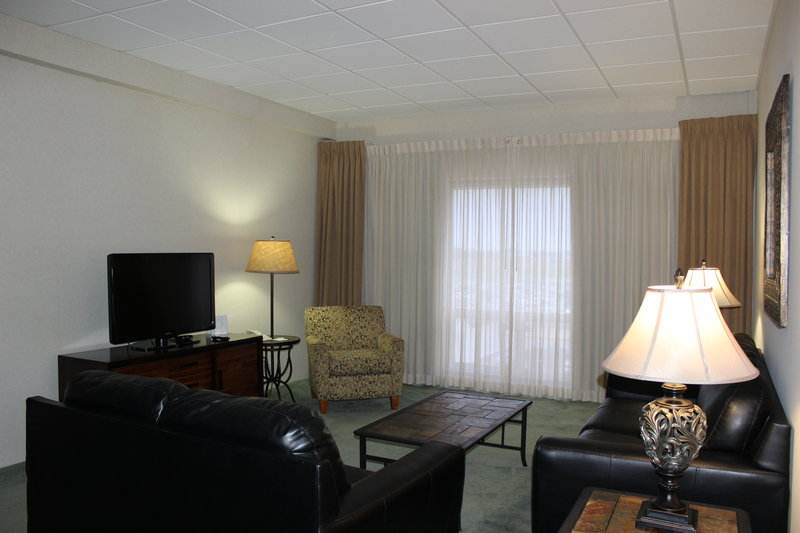 Holiday Inn Des Moines - Airport / Conf Ctr-Suite<br/>Image from Leonardo