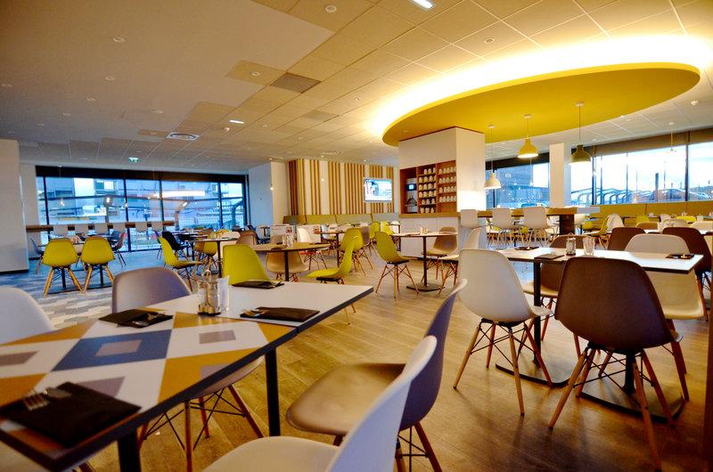Holiday Inn Express Paris - CDG Airport-Breakfast room - Morning - Design - New - Continental <br/>Image from Leonardo