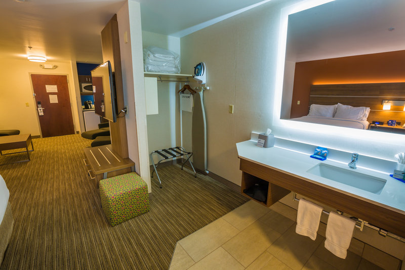 Holiday Inn Express Pasco - TriCities-Suite<br/>Image from Leonardo