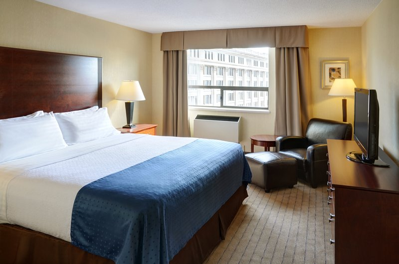 Holiday Inn Hotel & Suites Winnipeg-Downtown-Our 2 room suites have a king size bedroom to enjoy!<br/>Image from Leonardo