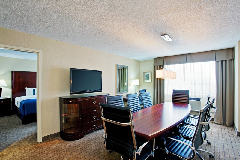 Holiday Inn Hotel & Suites Winnipeg-Downtown-Executive Boardroom Suite in downtown Winnipeg<br/>Image from Leonardo