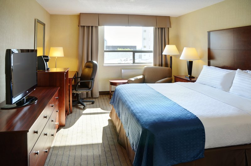 Holiday Inn Hotel & Suites Winnipeg-Downtown-Relax in a large king bed!<br/>Image from Leonardo