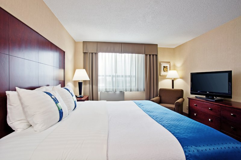Holiday Inn Hotel & Suites Winnipeg-Downtown-King Bed Guest Room<br/>Image from Leonardo