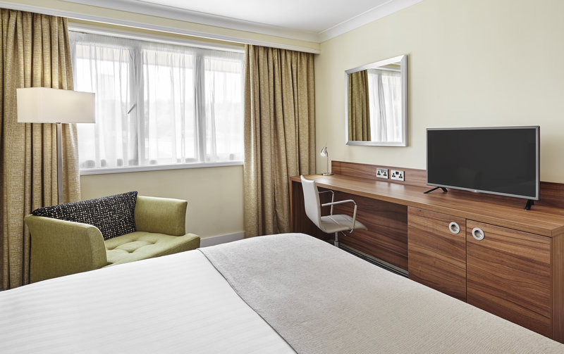 Holiday Inn Cardiff - North M4, Jct.32-s ONE QUEEN BED NONSMOKING.<br/>Image from Leonardo