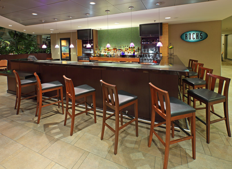 Crowne Plaza Little Rock-Crowne Plaza Rocks Bar with Live Entertainment<br/>Image from Leonardo