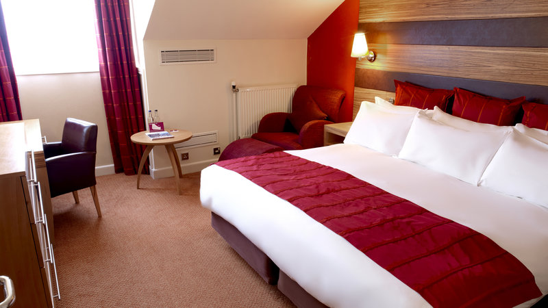 Crowne Plaza Chester-Suite (consists of a bedroom and a separate lounge area)<br/>Image from Leonardo