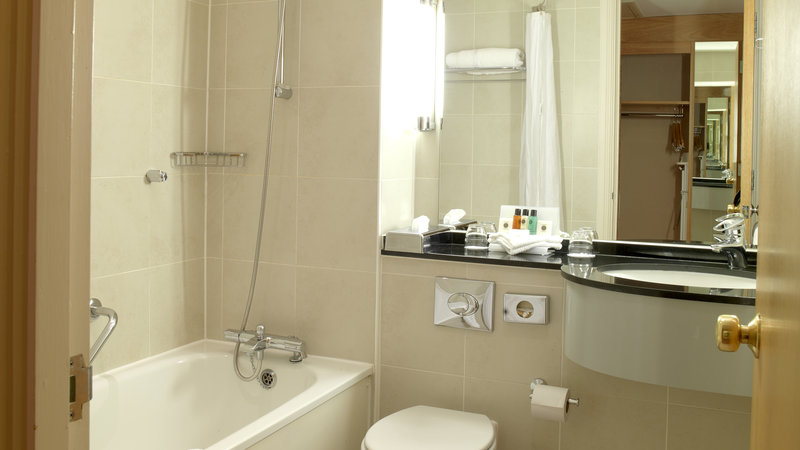 Crowne Plaza Chester-Executive Bedroom(Bathroom all with bath and shower over the bath)<br/>Image from Leonardo