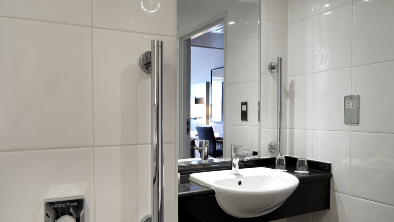 Crowne Plaza Plymouth-Guest Bathroom<br/>Image from Leonardo