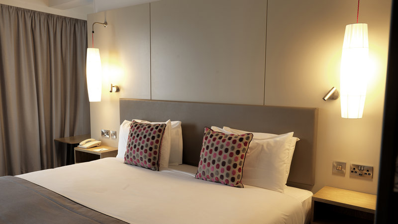 Crowne Plaza Plymouth-Bright and spacious bedroom with free Wi-Fi and toiletries<br/>Image from Leonardo