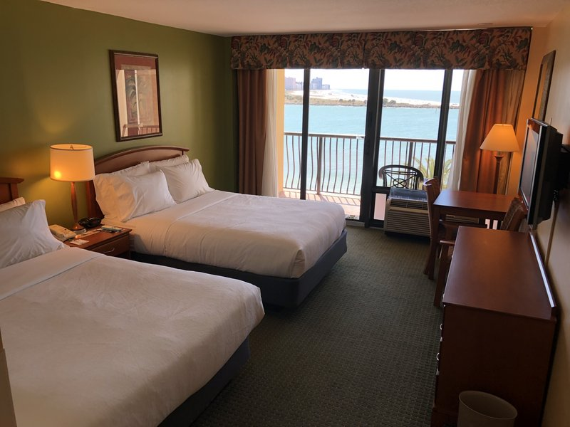 Holiday Inn Hotel & Suites Clearwater Beach-Guest Room<br/>Image from Leonardo