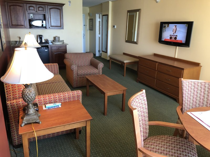 Holiday Inn Hotel & Suites Clearwater Beach-Spacious suites with room for the whole family<br/>Image from Leonardo