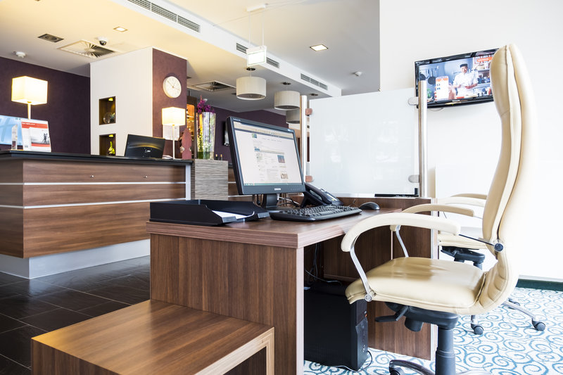 Holiday Inn Express Guetersloh-Stay connected with our Business Center (computer and printer)<br/>Image from Leonardo