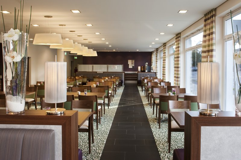 Holiday Inn Express Guetersloh-Our bright and friendly breakfast restaurant.<br/>Image from Leonardo