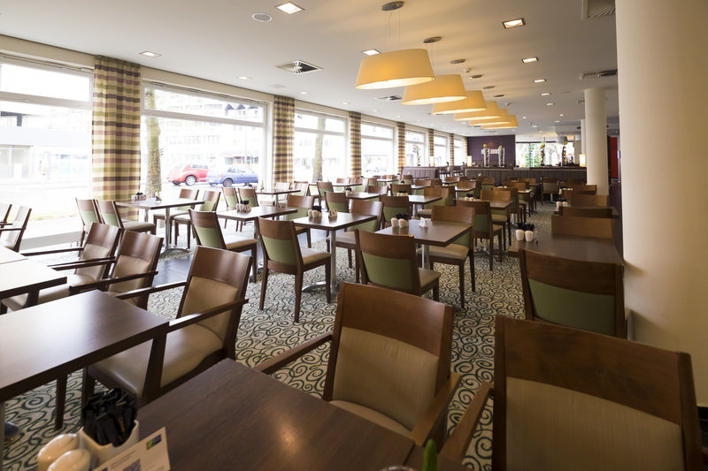 Holiday Inn Express Guetersloh-Clean lines and a lot of wood give feel-good atmosphere.<br/>Image from Leonardo