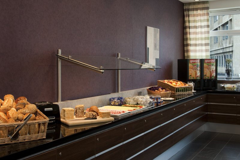 Holiday Inn Express Guetersloh-Tasty rolls, crunchy cereals, ham and fragrant coffee.<br/>Image from Leonardo