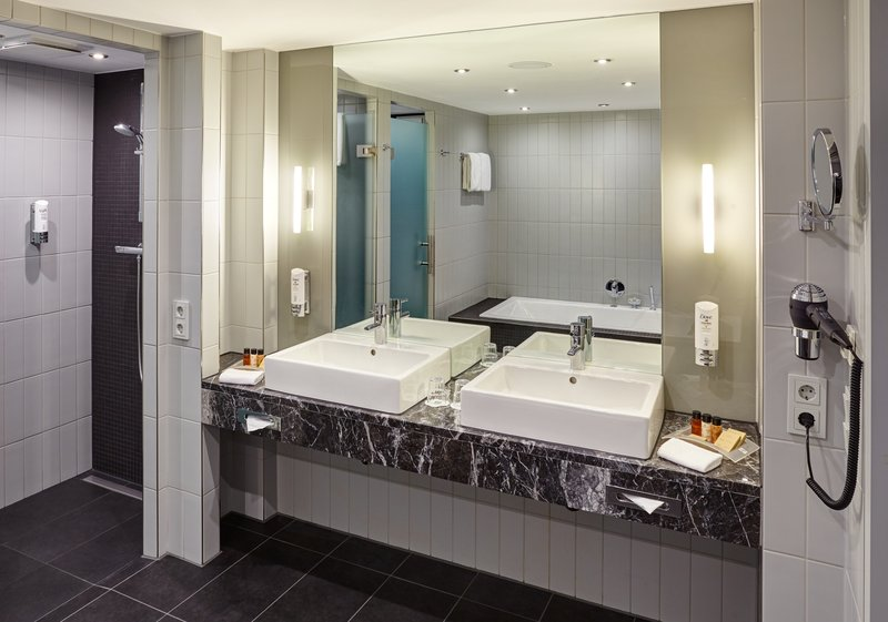 Holiday Inn Berlin Airport - Conf Centre-Accessible Captain Suite Guest Bath<br/>Image from Leonardo