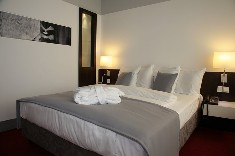 Holiday Inn Berlin Airport - Conf Centre-Superior Room<br/>Image from Leonardo