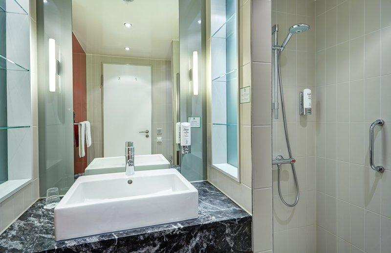 Berlin Airport Conference Centre-Contemporary Superior Guest Bath<br/>Image from Leonardo