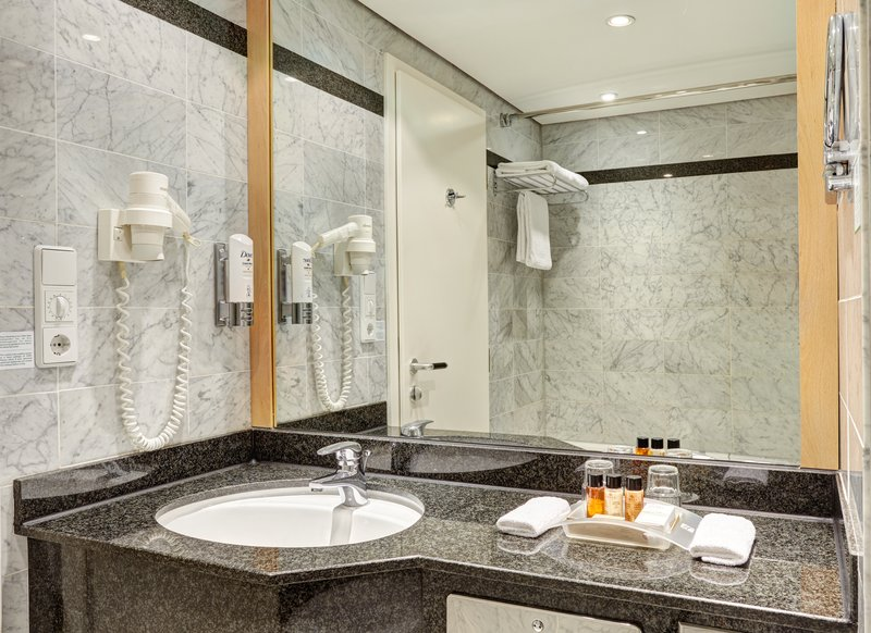 Berlin Airport Conference Centre-Modern Executive Guest Bath<br/>Image from Leonardo