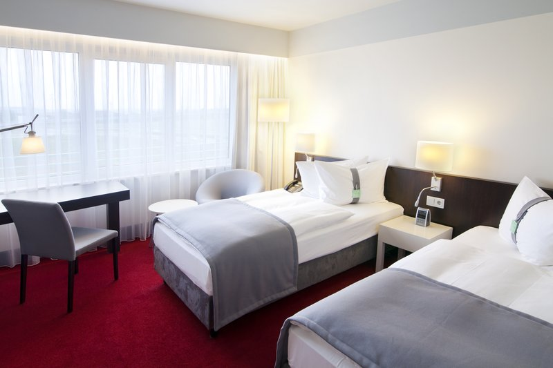 Berlin Airport Conference Centre-The Twin Rooms are well-appointed with two seperate beds<br/>Image from Leonardo