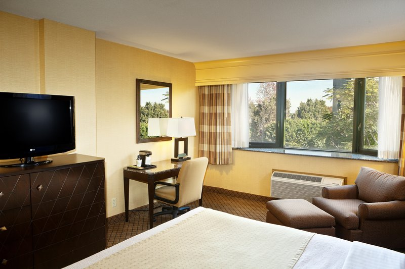 Holiday Inn Long Beach Downtown Area-Enjoy our well-appointed King Deluxe room<br/>Image from Leonardo
