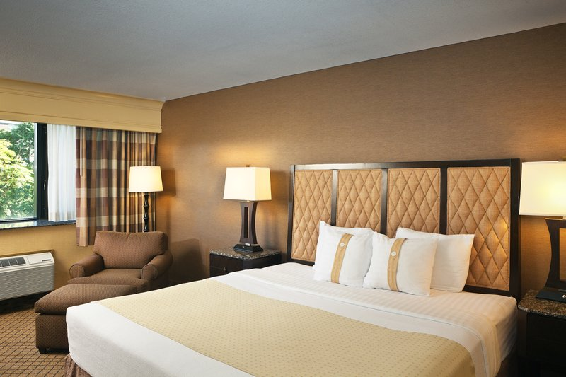 Holiday Inn Long Beach Downtown Area-Enjoy luxurious accommodations in our Standard King Guest Room<br/>Image from Leonardo
