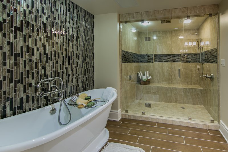 Holiday Inn Club Vacations Gatlinburg-Smoky Mountain Resort-Enjoy the luxurious amenities in the Signature master bathroom<br/>Image from Leonardo